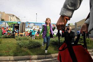 http://bi.gazeta.pl/im/6e/14/bf/z12522606M,Strefa-przyjazna-dla-dzieci-w-lodzkich-autobusach.jpg