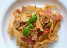 Makaron z salami i oliwkami - ugotuj