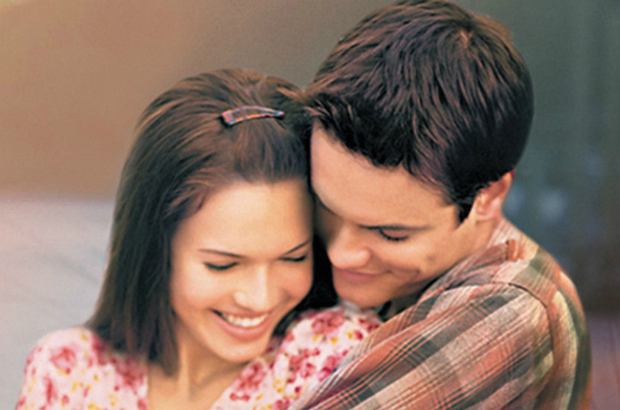 """Mandy Moore i Shane West razem świętowali okrągłą rocznicę premiery """"Szkoły uczuć"""" - filmu, który przyniósł im popularność. Razem z nimi był także reżyser, Adam Shankman."""