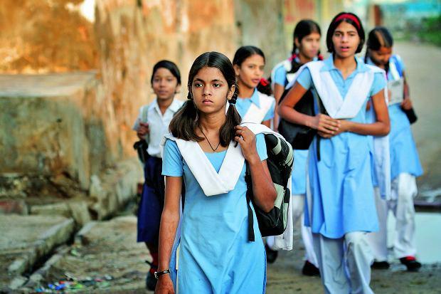 Współczesne Indie: Na obrzeżach brudu i głodu rosną miasta dla bogatych [KONTYNENTY]