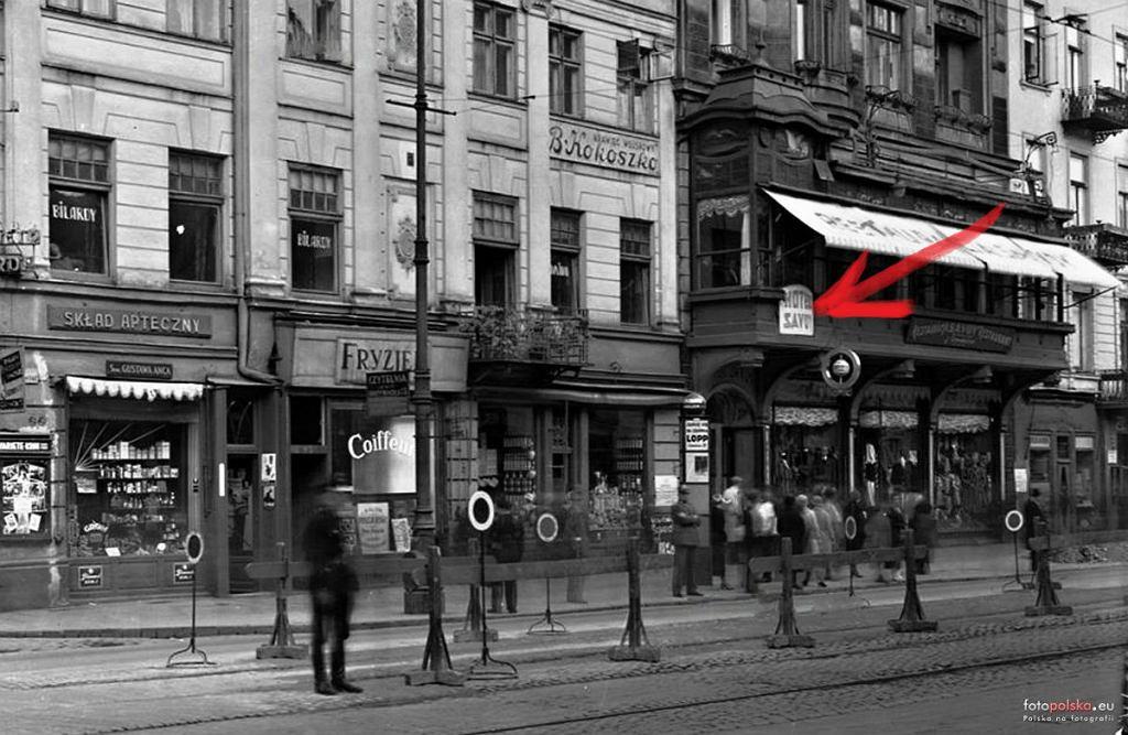 Ulica Nowy Świat 58. Pod tym adresem mieścił się hotel i restauracja Savoy.