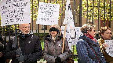 20.04.2017 Lublin. Protest KOD pod sądem rejonowym przeciwko ustawie Zbigniewa Ziobry upartyjniającej sądy