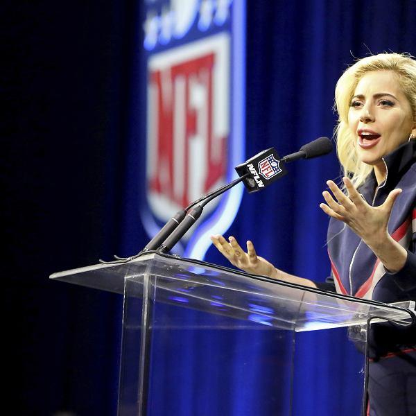 Lady Gaga na konferencji przed Super Bowl