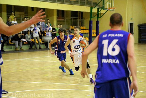 Koszykarze Rosy II Radom i Pu�askiego Warka w grupie C