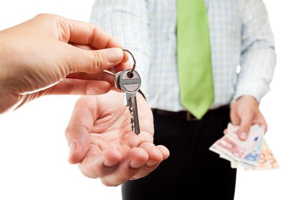 Wynajem mieszkania nadal przynosi zyski znacznie atrakcyjniejsze od bankowych lokat czy obligacji skarbowych.