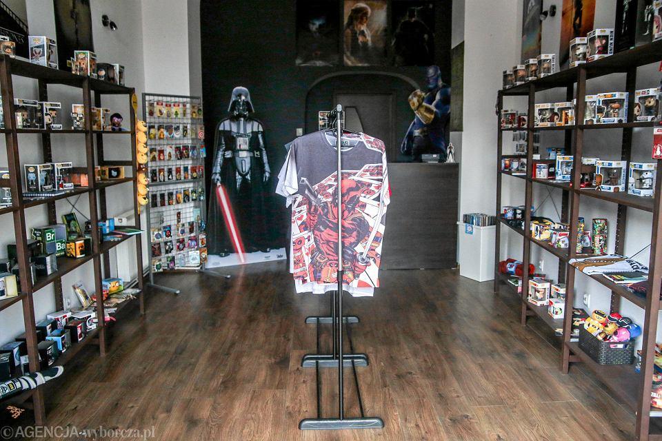 8242ff84aa32c6 Pierwszy sklep popkulturowy w mieście. Dla fanów gier i filmów - zdjęcie nr  1