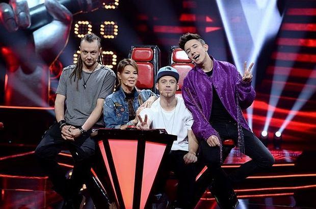 """Od momentu pojawienia się """"The Voice Kids"""" na antenie TVP2 - 3 tygodnie temu, program stał się telewizyjnym hitem, który w ostatnią sobotę widziało aż 2,5 miliona Polaków. Dzięki tak dużej ilości widzów, temu niezwykłemu talent show dla dzieci udało się trafić do Top 15 najlepiej oglądanych programów zeszłego tygodnia."""