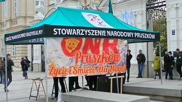 Namiot ONR przed Uniwersytetem Warszawskim