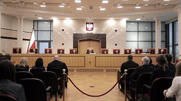 """65 proc. ankietowanych jest za publikacją przez PiS wyroku Trybunału Konstytucyjnego z 9 marca tego roku - wynika z sondażu Millward Brown dla """"Faktów"""" TVN i TVN24"""