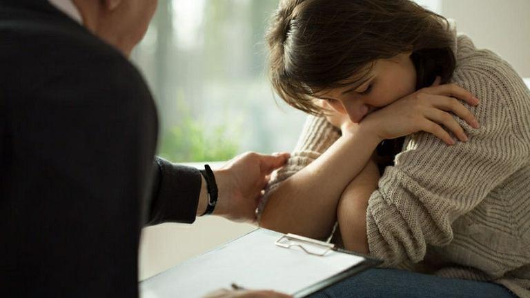 Rozpoznana depresja czy też inne problemy emocjonalne dziecka to bardzo trudny temat dla rodzica. Często warto rozważyć terapię własną, aby móc w pełni pomóc dziecku