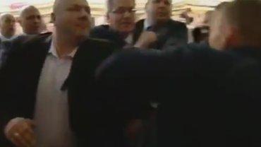 Pr�ba ataku na prezydenta w Toruniu. M�czyzna podni�s� r�k� i ruszy� na niego