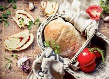 Chleb czosnkowy z przecierem pomidorowym - ugotuj