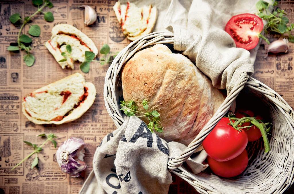 chleb czosnkowy z przecierem pomidorowym