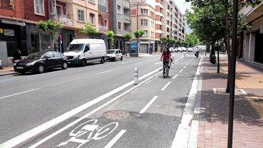 Ulica de Jes us Guridi kiedyś cała dla samochodów, dziś też dla rowerów
