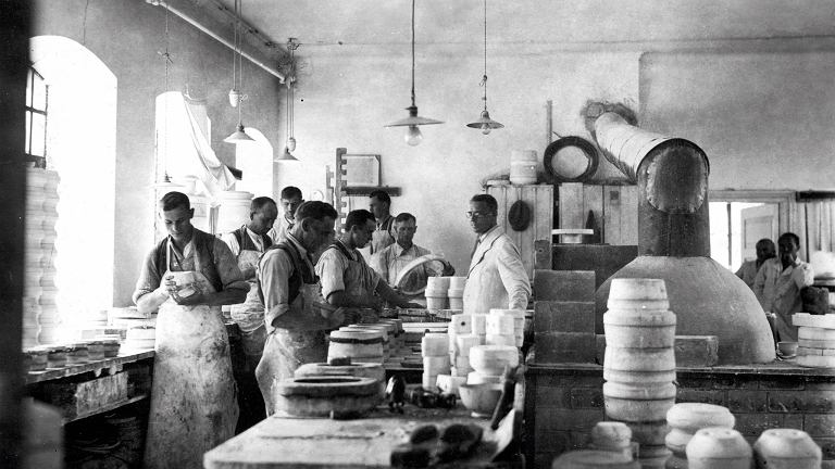 W Ćmielowie naczynia produkuje się od 225 lat - ale historia to nie jedyna mocna strona marki. W ostatnich latach otwarto Ćmielów Design Studio, które łączy tradycję z nowoczesnym designem.