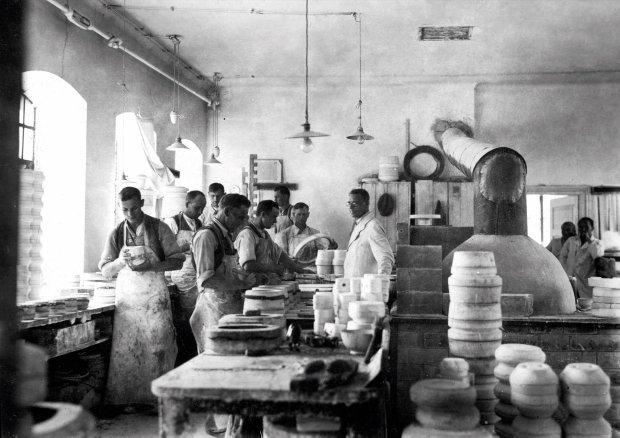 W �mielowie naczynia produkuje si� od 225 lat - ale historia to nie jedyna mocna strona marki. W ostatnich latach otwarto �miel�w Design Studio, kt�re ��czy tradycj� z nowoczesnym designem.