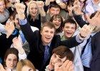 Spotkania z innymi obni�aj� IQ? Za u�miechami cz�sto kryje si� emocjonalna batalia