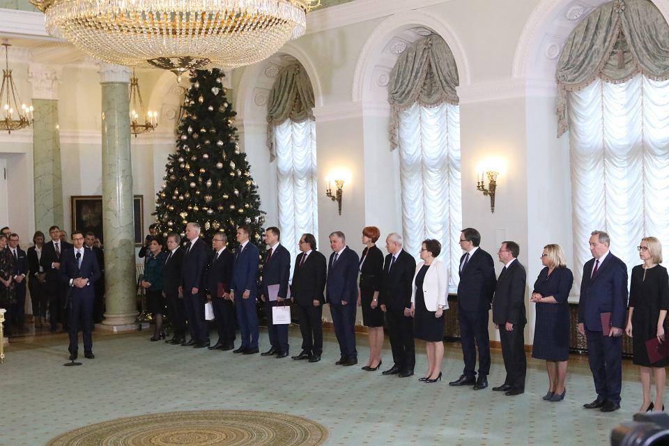Premier Mateusz Morawiecki podczas uroczystego zaprzysiężenia nowych ministrów. Warszawa 9 stycznia 2017