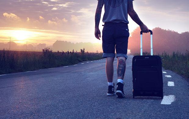Inteligentna walizka pojedzie wszędzie za właścicielem.