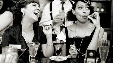 Impreza w stylu retro w cukierni Brooklyn Farmacy & Soda Fountain