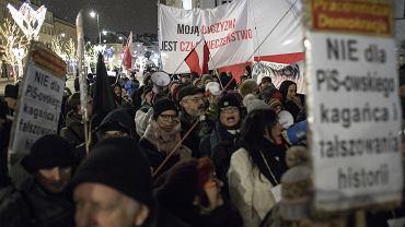 Manifestacja ONR i Mlodziezy Wszechpolskiej Odwagi Polsko - Prezydencie podpisz '