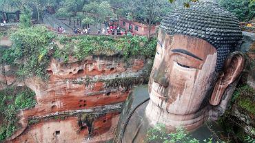 Chiny wycieczki - posąg Buddy w Leshan / Shutterstock