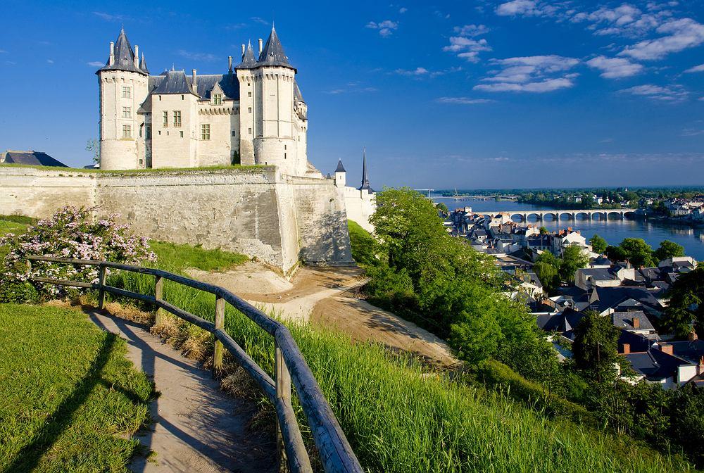 Dolina Loary, Francja. We Francji na obszarze długości 200 kilometrów i szerokości 100 kilometrów, w dolinie rzeki Loary i jej dopływów, wznosi się kilkaset średniowiecznych i renesansowych zamków i pałaców. Środkowa część doliny Loary jest w całości...