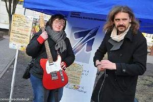 Gienek Loska z gitar�