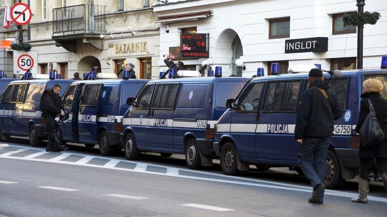 Policyjne radiowozy na Nowym Świecie