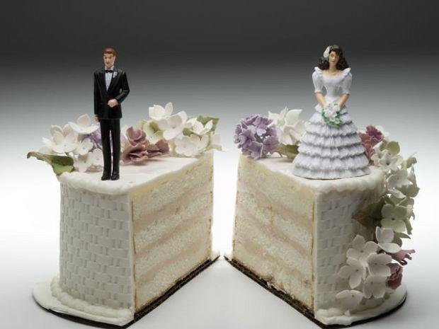Po rozwodzie - egzekucja alimentów, podział majątku, opieka nad dziećmi, długi...