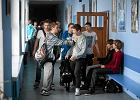 PiS chce likwidowa� gimnazja. Masakryczny pomys�. Trzeba b�dzie wi�cej kamer i katechezy