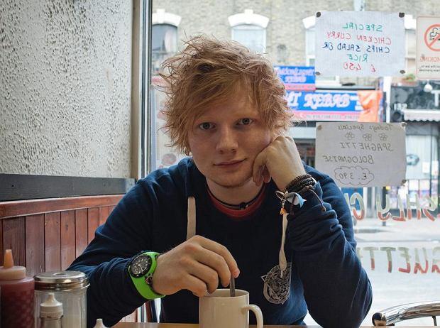 Dla wszystkich tych, którzy nadal nie mogą otrząsnąć się po fantastycznym koncercie Eda Sheerana w warszawskiej Stodole zestawiliśmy pięć  jego niezapomnianych wystąpień.