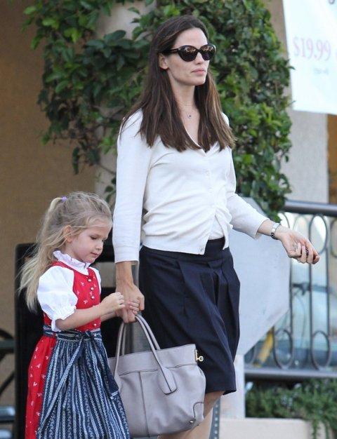 Jennifer Garner and her daughter Violet Affleck shop in Pacific Palisades, California.  Pictured: Jennifer Garner and Violet Affleck  Ref: SPL206205  300810   Picture by: Splash News