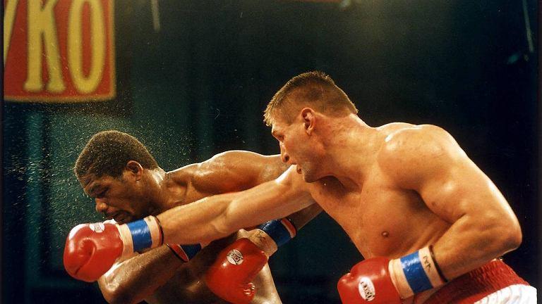 Andrzeja Gołota walczy z Riddickiem Bowem w grudniu 1996 r.