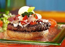 Hamburger z szynką parmeńską i pesto - ugotuj