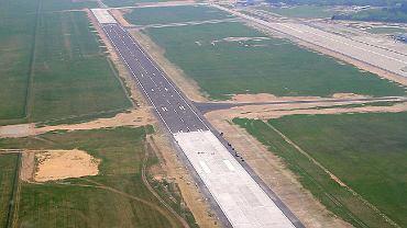 2,5-kilometrowy pas startowy w Modlinie w trakcie budowy