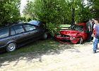 Kierowca bmw w akcji: 4 rozbite samochody, ranni rowerzy�ci [ZDJ�CIA]