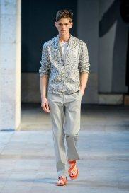 Moda z wybiegów: eleganckie sandały, pokaz Hermes, moda męska, buty