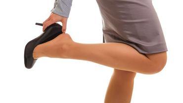 Nogi i żyły nie lubią obcasów. Nie dziw się więc opuchniętym stopom i kostkom, gdy stawiasz na takie obuwie