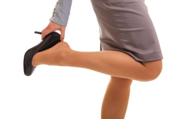 Nogi i �y�y nie lubi� obcas�w. Nie dziw si� wi�c opuchni�tym stopom i kostkom, gdy stawiasz na takie obuwie