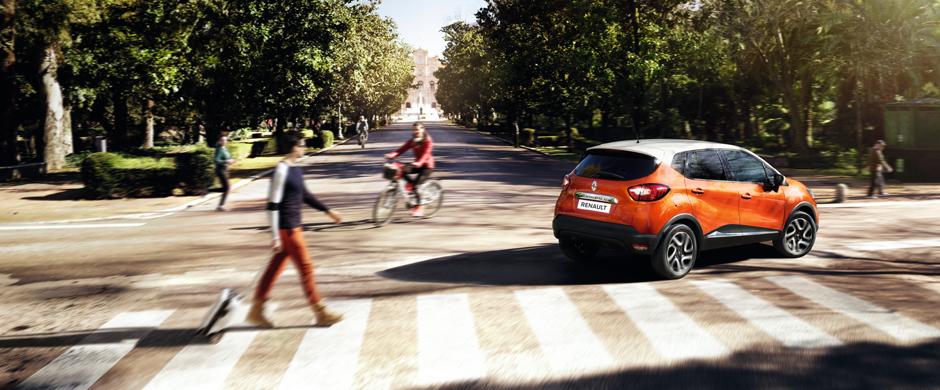 Dzięki niezawodnym silnikom Renault CAPTUR znajduje się w ścisłej czołówce w swojej kategorii pod względem jakościowym i użytkowym. Silnik Energy TCe 120 EDC godzi moc z niskim zużyciem paliwa a na dodatek jest dynamiczny i cichy.