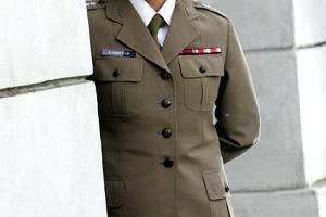 Kobiety w armii �agodz� obyczaje