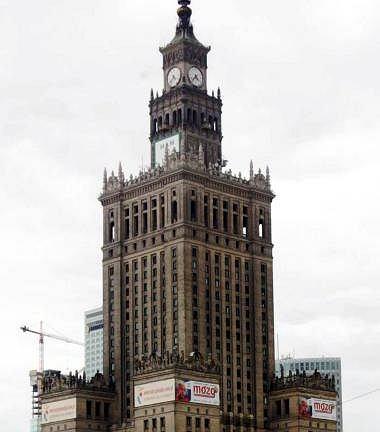 Pałac Kultury ma z iglicą 230,7 m, bez iglicy - 188 m.