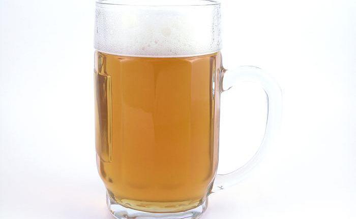 20-latek kupił piwo i poczęstował nieletnie