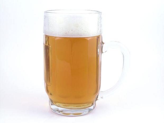 20-latek kupi� piwo i pocz�stowa� nieletnie