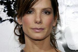 Sandra Bullock mia�a wypadek samochodowy