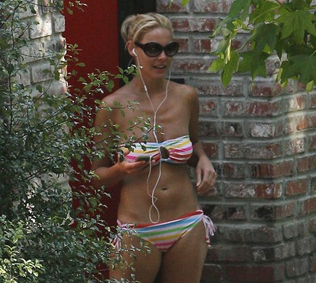 Katherine Heigl w bikini! Fotki prosto z krzaków!