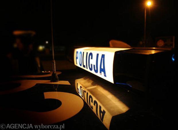 �wi�tokrzyskie: policja szuka kierowcy, kt�ry �miertelnie potr�ci� 16-latka