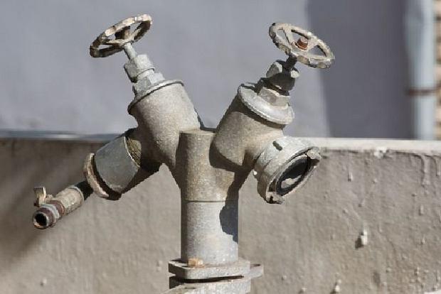 Mieszka�cy bez wody, w�a�ciciele budynku bez pieni�dzy