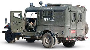 Tylko opancerzone auta i wojskowe check-pointy przypominają, że jesteśmy na terytorium okupowanym.